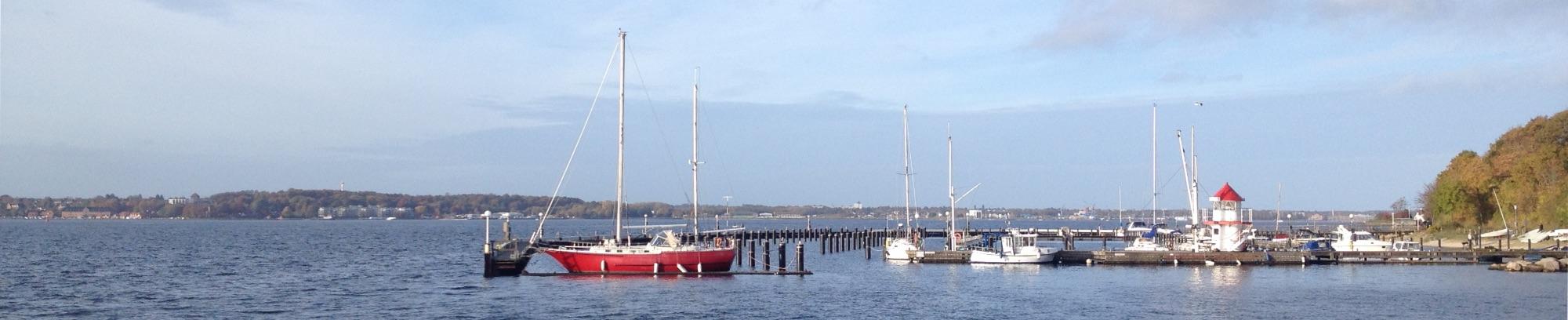Der Yachthafen in Mönkeberg in der Kieler Bucht